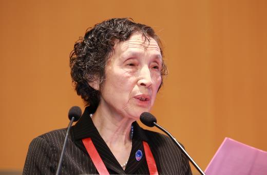 中国材料研究学会秘书长、国际材料研究学会联合会第一副主席韩雅芳教授